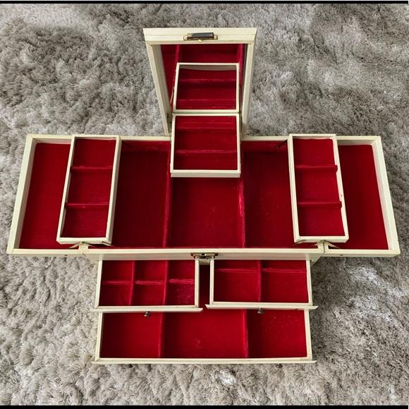 VINTAGE JEWELRY BOX - JEWELRY ORGANIZER